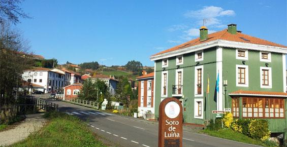 Hotel al lado de la entrada a Soto de Luiña