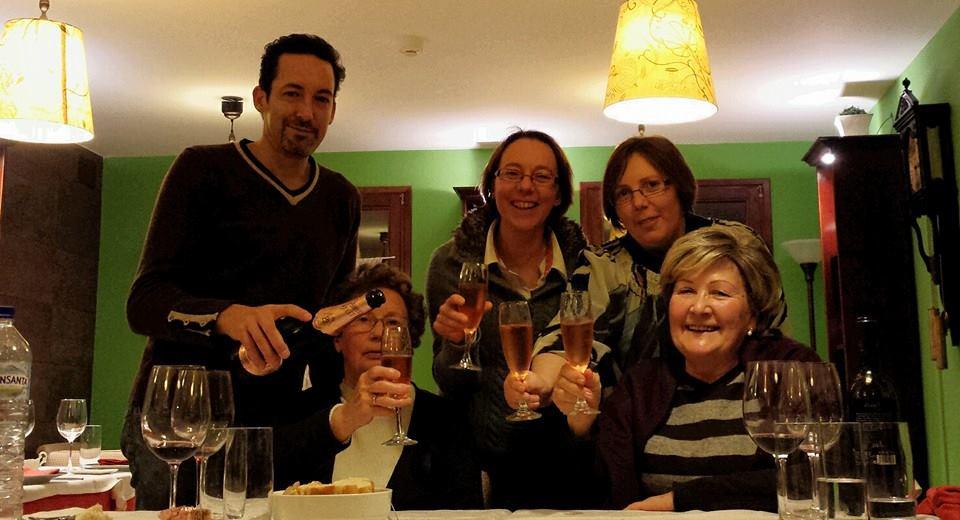 familia brindando 15 aniversario