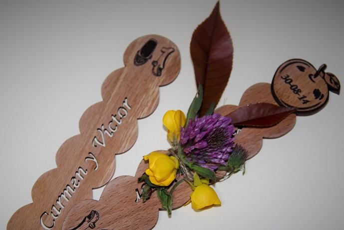 detalle boda en madera