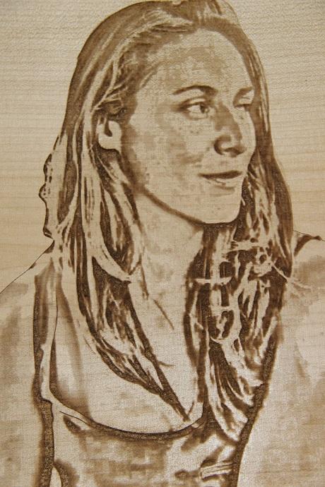 retrato tallado en madera