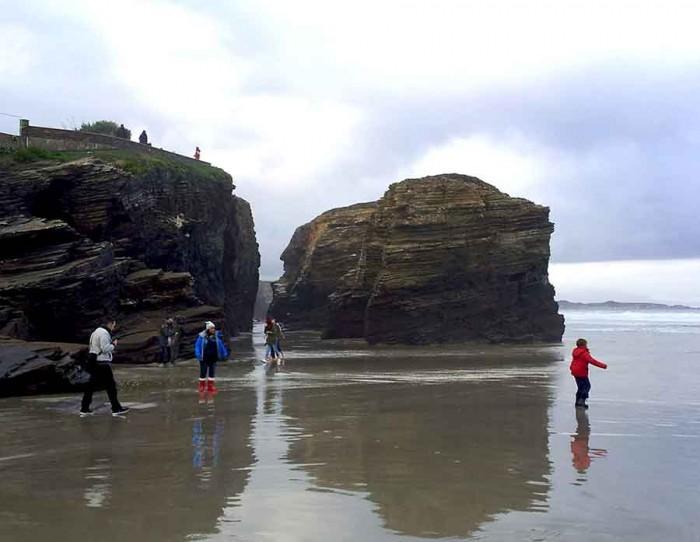 Subiendo marea playa Catedrales