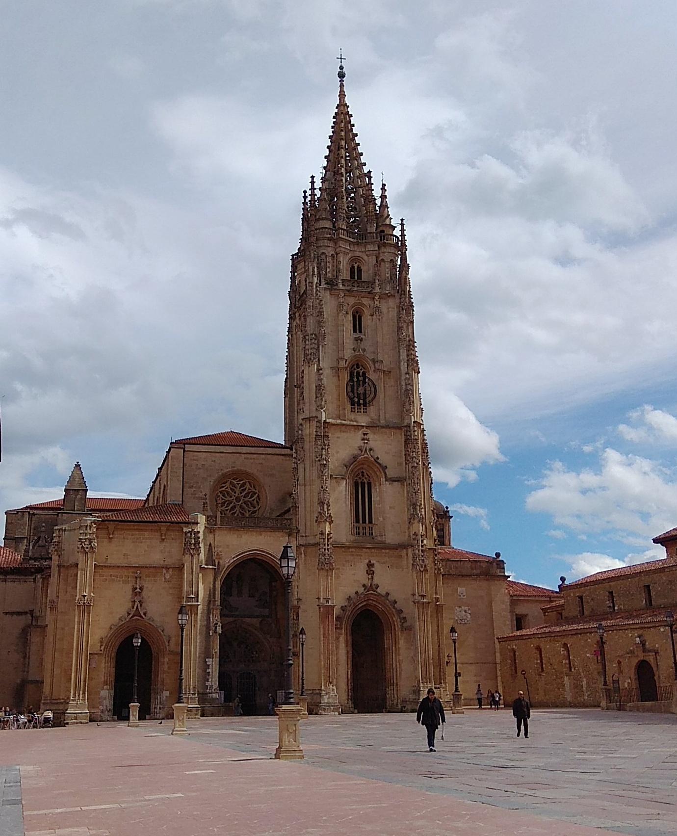 fachada catedral oviedo