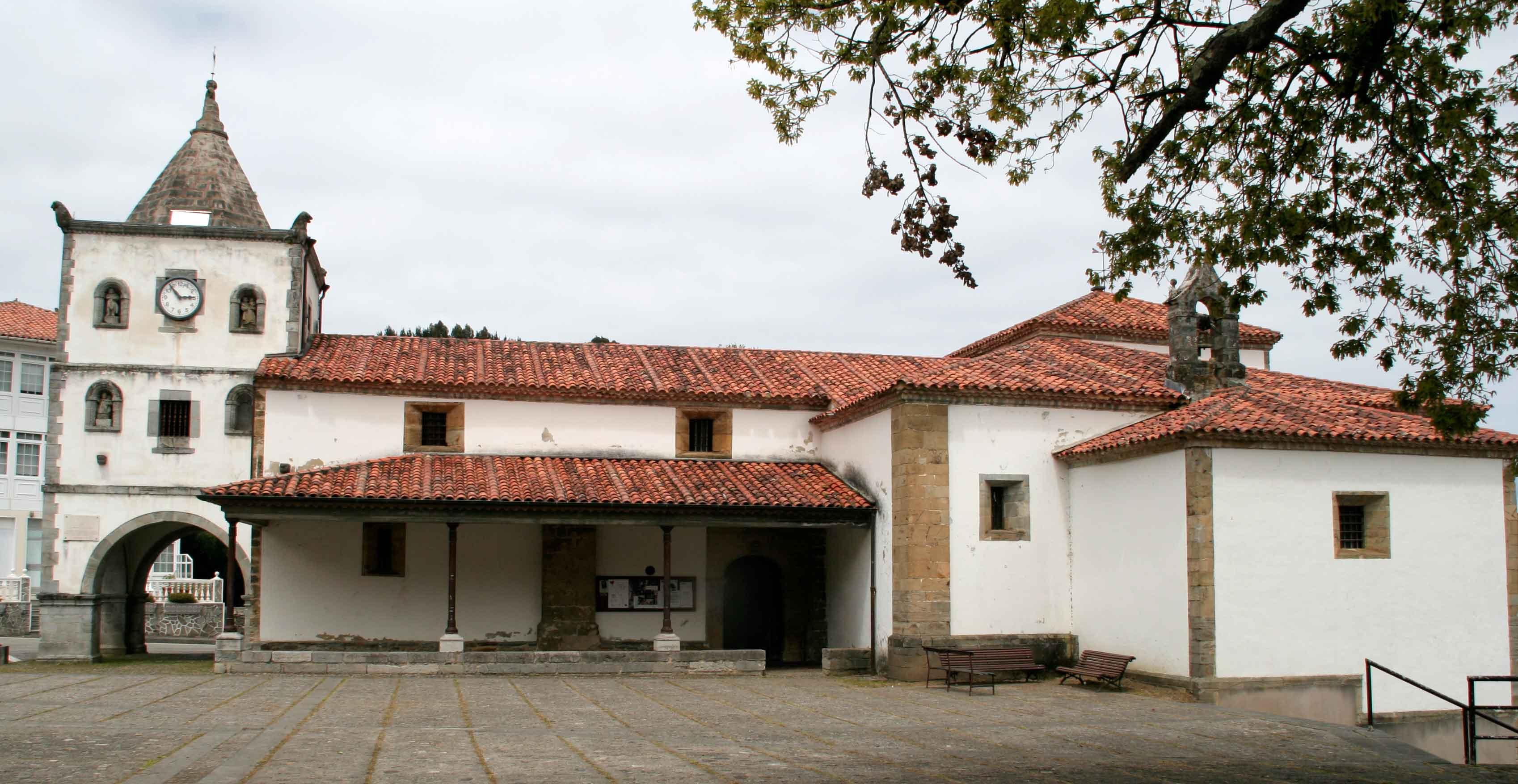 Iglesia y plaza Soto de Luiña